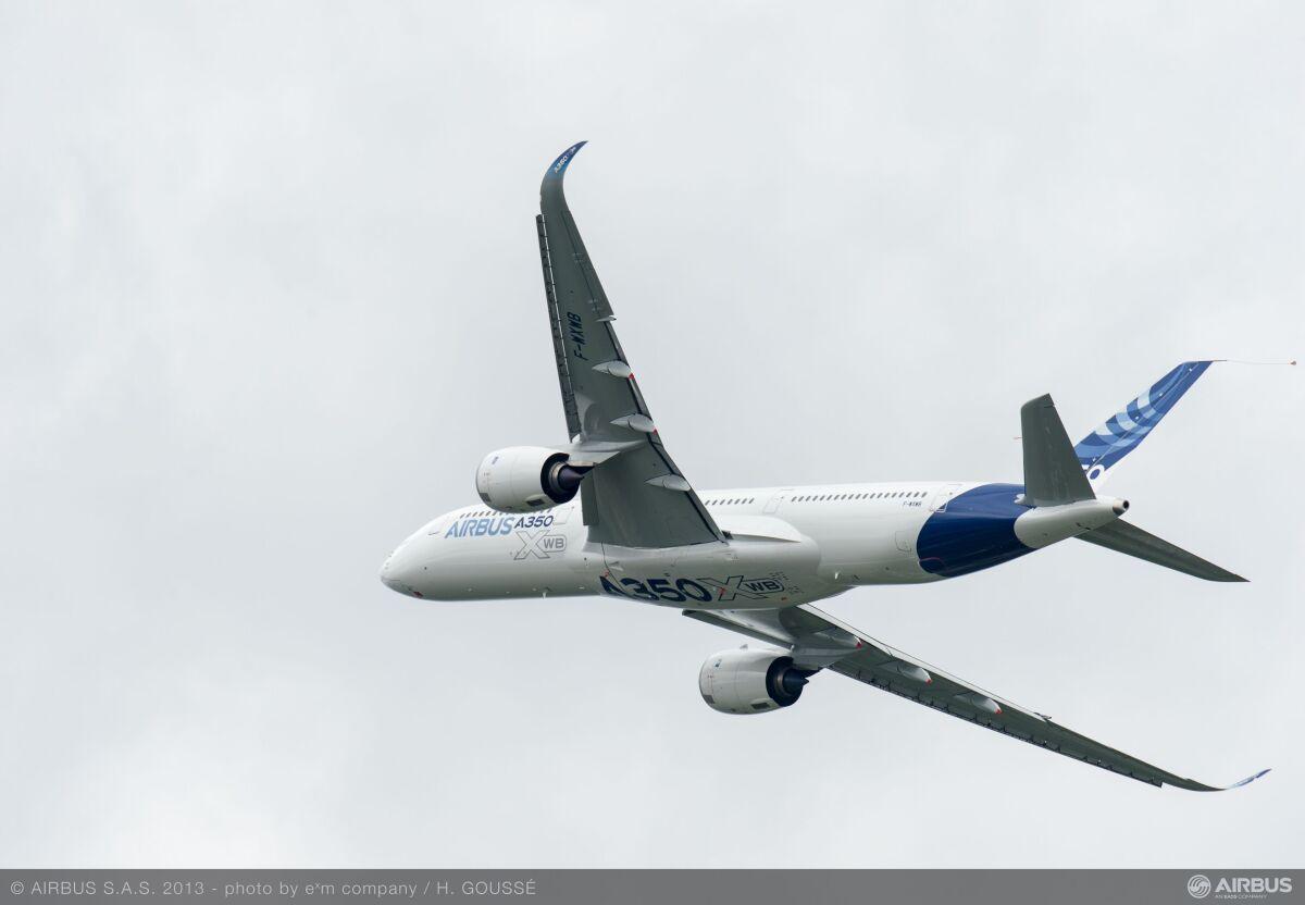 ニュース画像 1枚目:初飛行後、すぐに開催されたパリ・エアショーにも姿を見せたA350初号機