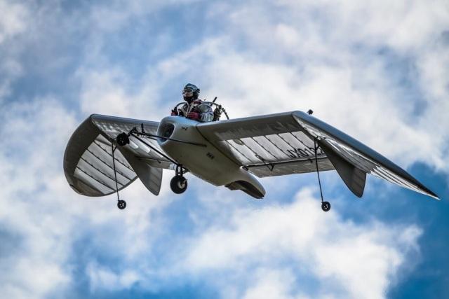 ニュース画像 1枚目:まるでナウシカが飛んでいるようなM-02J (ぼろ太さん撮影)
