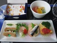 ニュース画像:上級クラスの国内線機内食、実際どう?JAL、ANAの場合