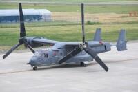 ニュース画像:山形空港に予防着陸したCV-22、第6飛行隊施設へ移動