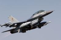 ニュース画像:ベルギー空軍F-16AM、離陸失敗 建物に衝突して停止