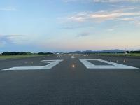 ニュース画像:静岡空港、朝日と富士山を拝めるランウェイウォークツアー 参加者を募集