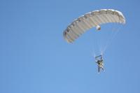 ニュース画像:陸自第1空挺団、固定翼でグアムに飛行 グリーンベレーと共同降下訓練