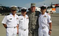 ニュース画像:在日米軍司令官、命の恩人US-1Aクルーと岩国で再会