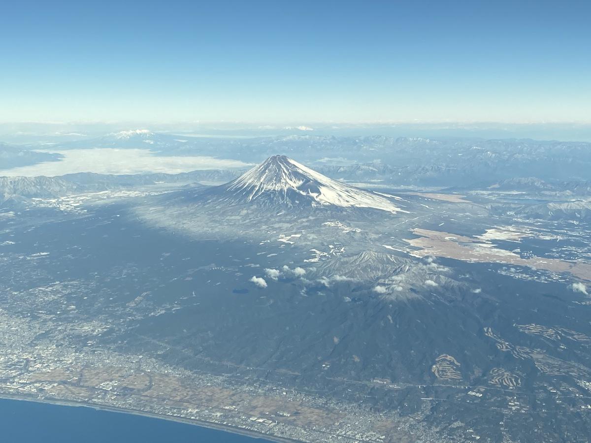 ニュース画像 1枚目:富士山頂から海岸線まで一望 (かずまっくすさん撮影)