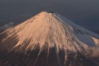 ニュース画像 6枚目:プロペラ機の高度から間近に眺めた迫力ある富士山 (hachiさん撮影)