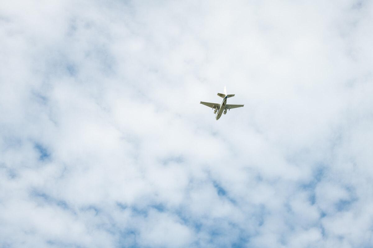 ニュース画像 1枚目:クリーブランド・ホプキンス国際空港を離陸するS-3Bバイキング