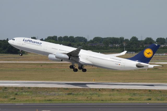 ニュース画像 1枚目:ルフトハンザ A340-300 (バーバ父さん撮影)