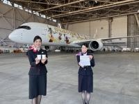 ニュース画像 3枚目:金色鶴丸塗装機では搭乗証明書が配布される