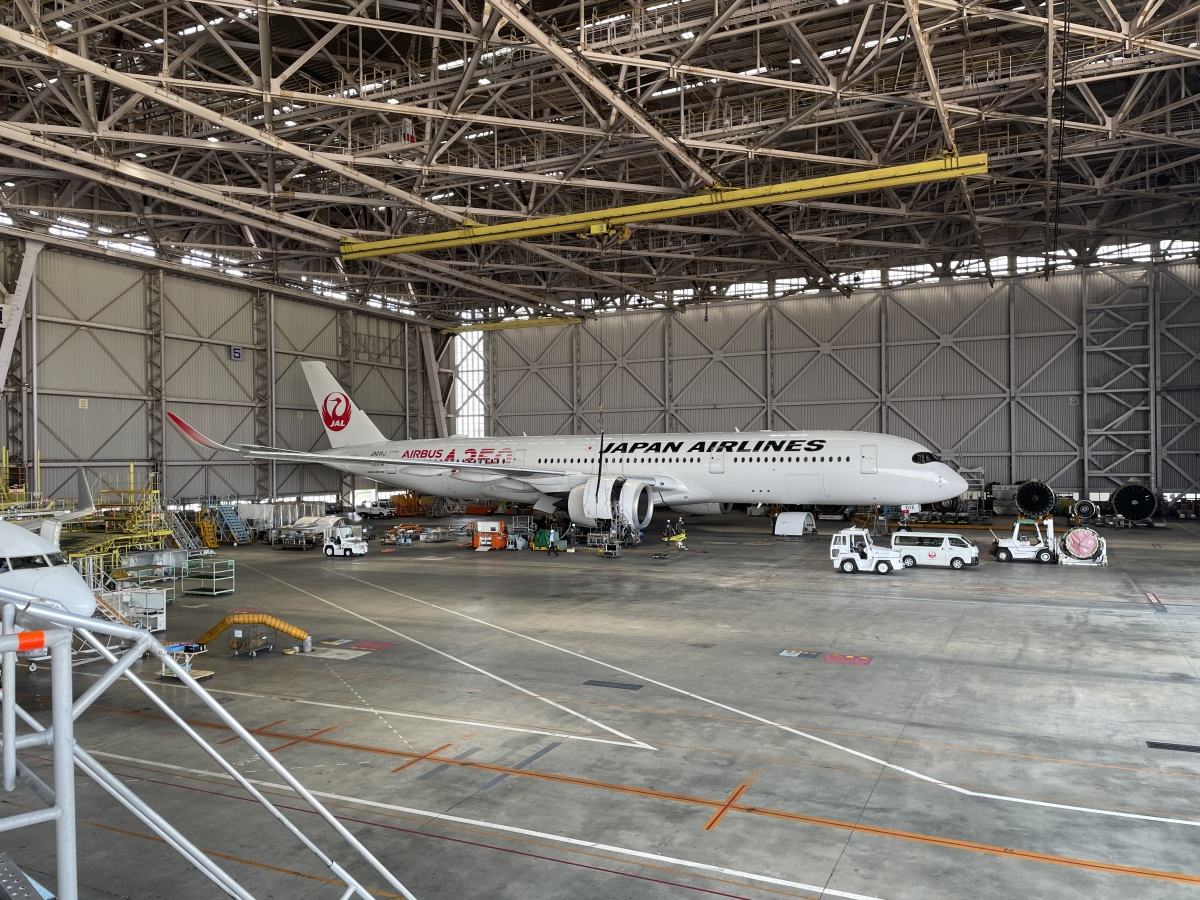 ニュース画像 10枚目:JAL A350初号機 赤い通常の鶴丸塗装