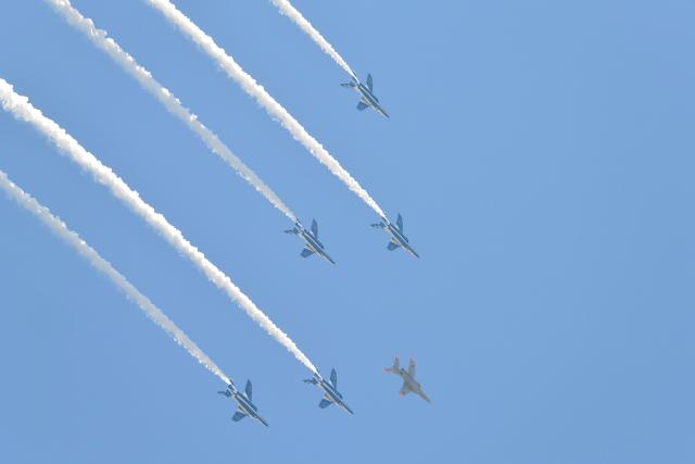 ニュース画像 1枚目:都心上空を飛行したブルーインパルス