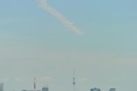 ニュース画像 3枚目:東京タワーの都心方面からスカイツリーのある下町方面へ向かうブルーインパルス