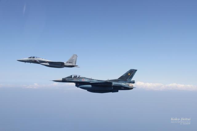 ニュース画像 1枚目:F-15とF-2