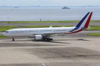 ニュース画像:マクロン大統領、羽田にA330で到着 ジル夫人もC-32Aで横田到着