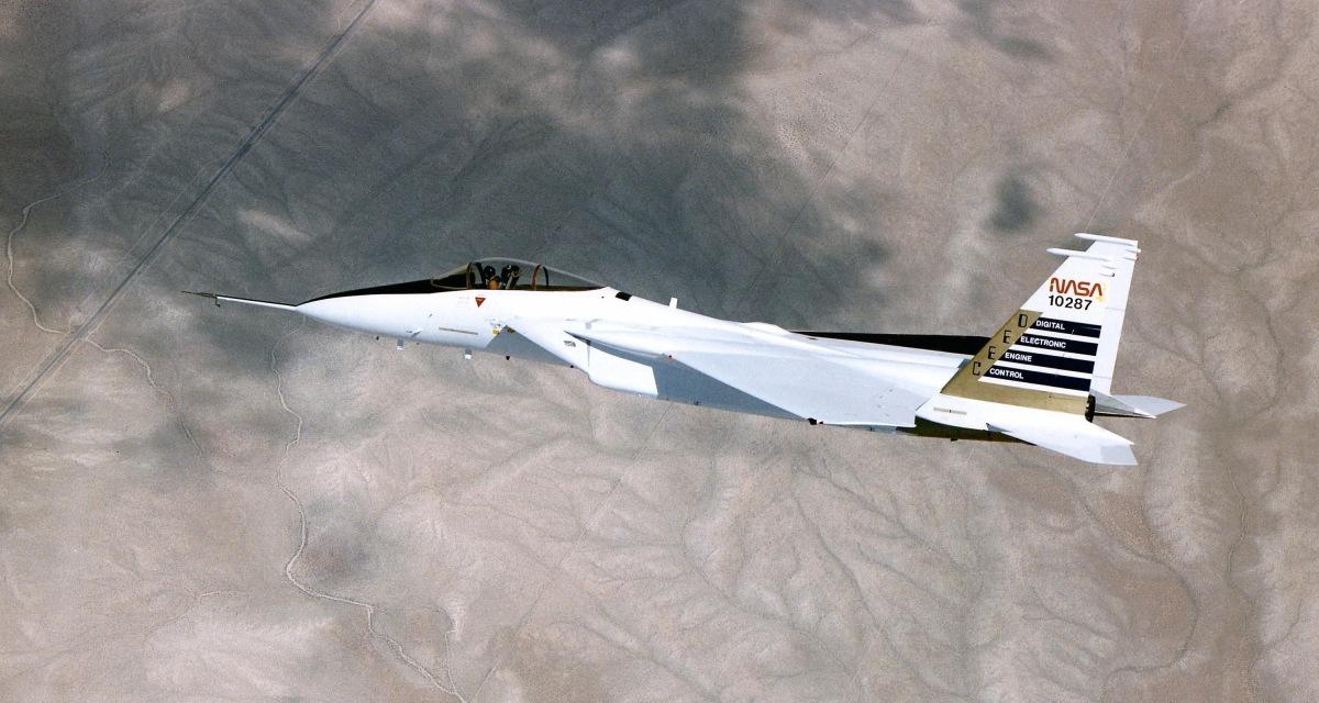 ニュース画像 1枚目:NASAドライデン・フライト・リサーチのF-15A、かつてはアメリカ空軍「71-0287」