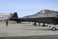 グアム展開のF-22ラプター、民間空港や閉鎖されている飛行場で演習の画像