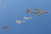 ニュース画像:タリスマン・セーバー、B-52H編隊飛行 豪KC-30AとF-35Bが初の空中給油