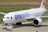 ニュース画像:日本航空の777-200ER「JA708J」、ワンワールド特別塗装機が離日