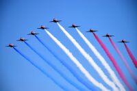ニュース画像:みんなを魅了!アクロバット飛行部隊のブルーインパルスとレッドアローズ、機体の共通点は?