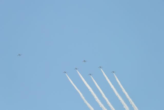 ニュース画像 1枚目:ブルーインパルス、画像は7月に都心を飛行した際の様子