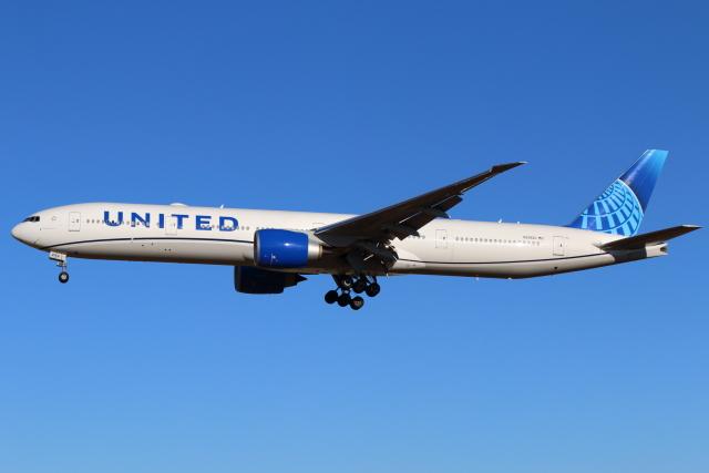 ニュース画像 1枚目:ユナイテッド航空 ボーイング777-300ER型 (やつはしさん撮影)