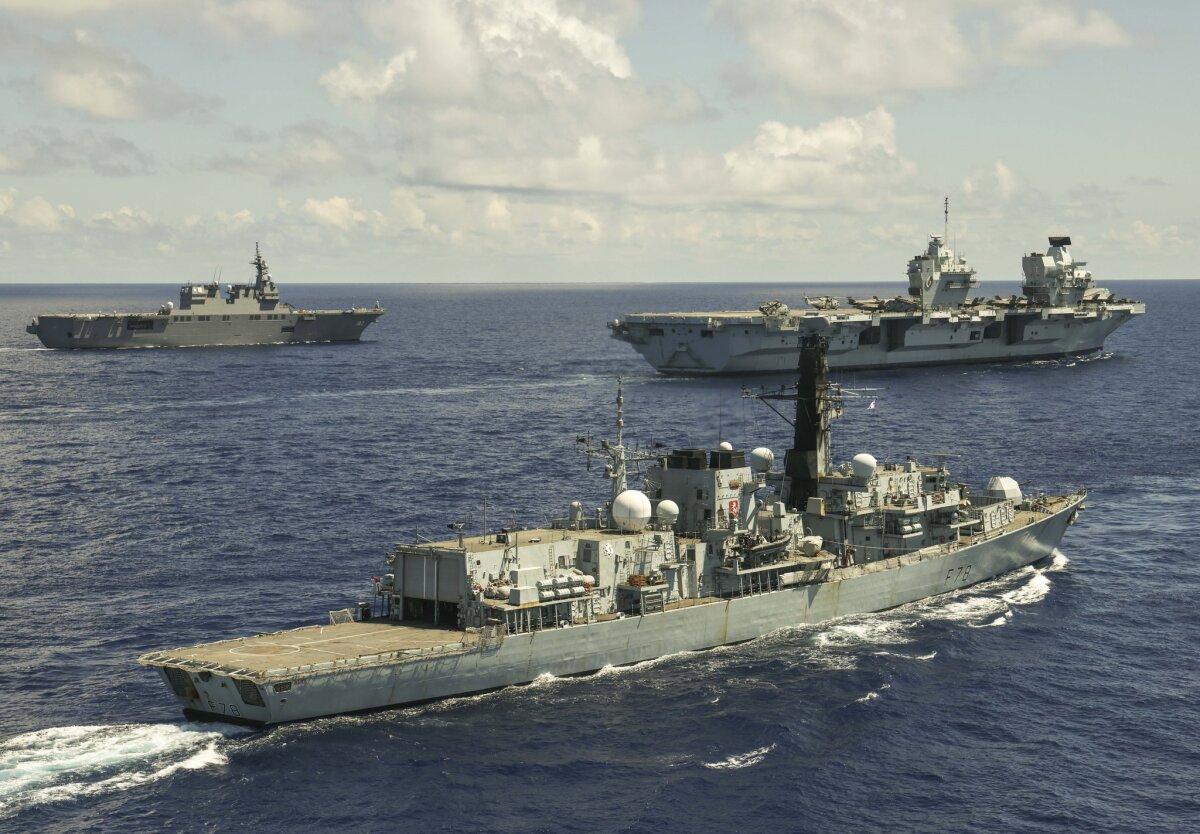 ニュース画像 1枚目:手前が23型フリゲート「ケント(HMS Kent:F78)」、中央にクイーン・エリザベス、奥がいせ