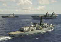 ニュース画像 2枚目:手前が23型フリゲート「ケント(HMS Kent:F78)」、中央にクイーン・エリザベス、奥がいせ