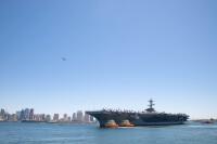 ニュース画像:空母カール・ヴィンソン、8月28日17時ごろ横須賀入港