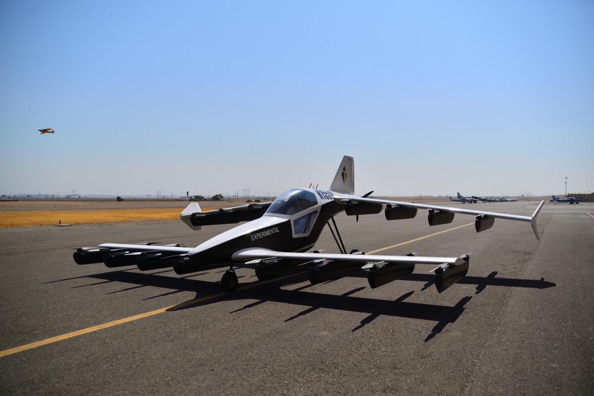 ニュース画像 1枚目:Mk-5の胴体横には「EXPERIMENTAL」と記され、研究開発⽤の航空機と分かる