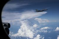 ニュース画像:アンダーセン基地展開のB-52H、嘉手納基地のF-15Cと航法訓練