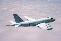 ニュース画像:海自へ納入前のP-1「5533」、岐阜基地で滑走路逸脱