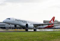 ニュース画像:羽田より急角度で進入するロンドン・シティ空港、E190-E2が初の定期便運航