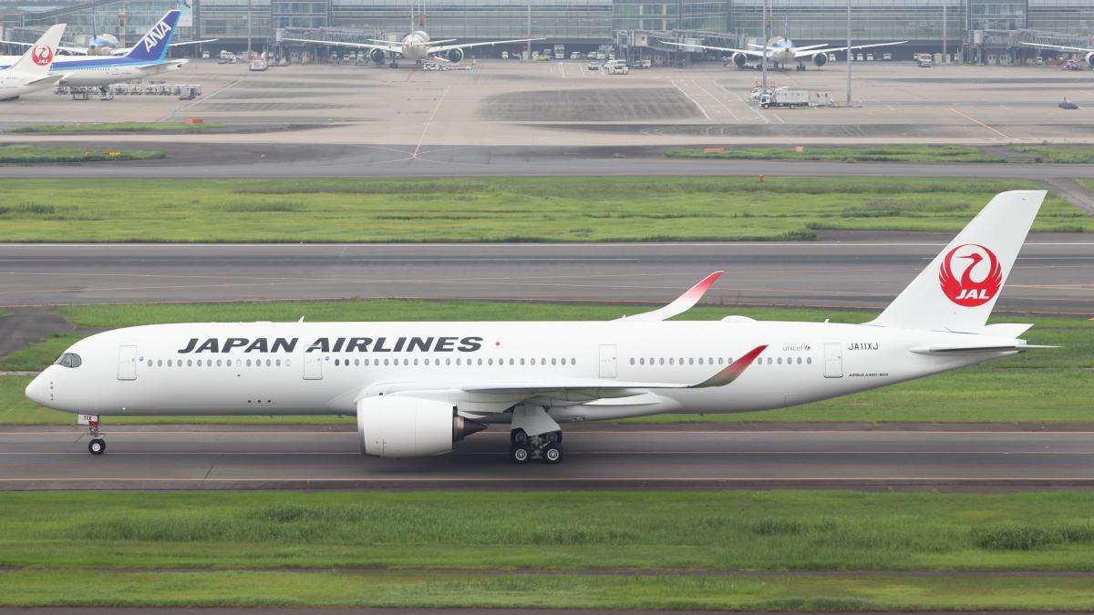 ニュース画像 1枚目:羽田空港に到着したJA11XJ (誘喜さん撮影)