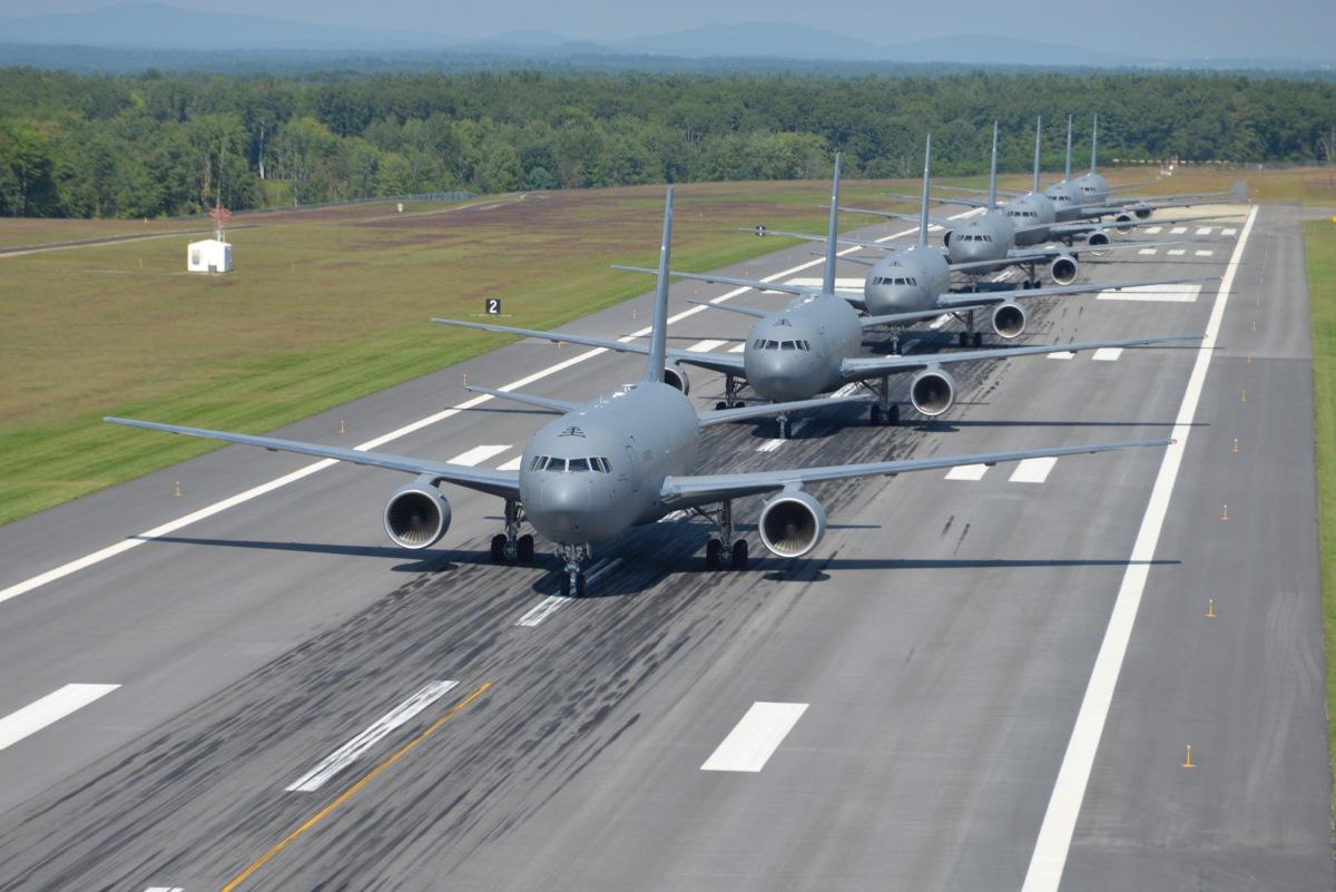 ニュース画像 3枚目:KC-46Aのベース機はボーイング767。大型の機材が優雅に行進