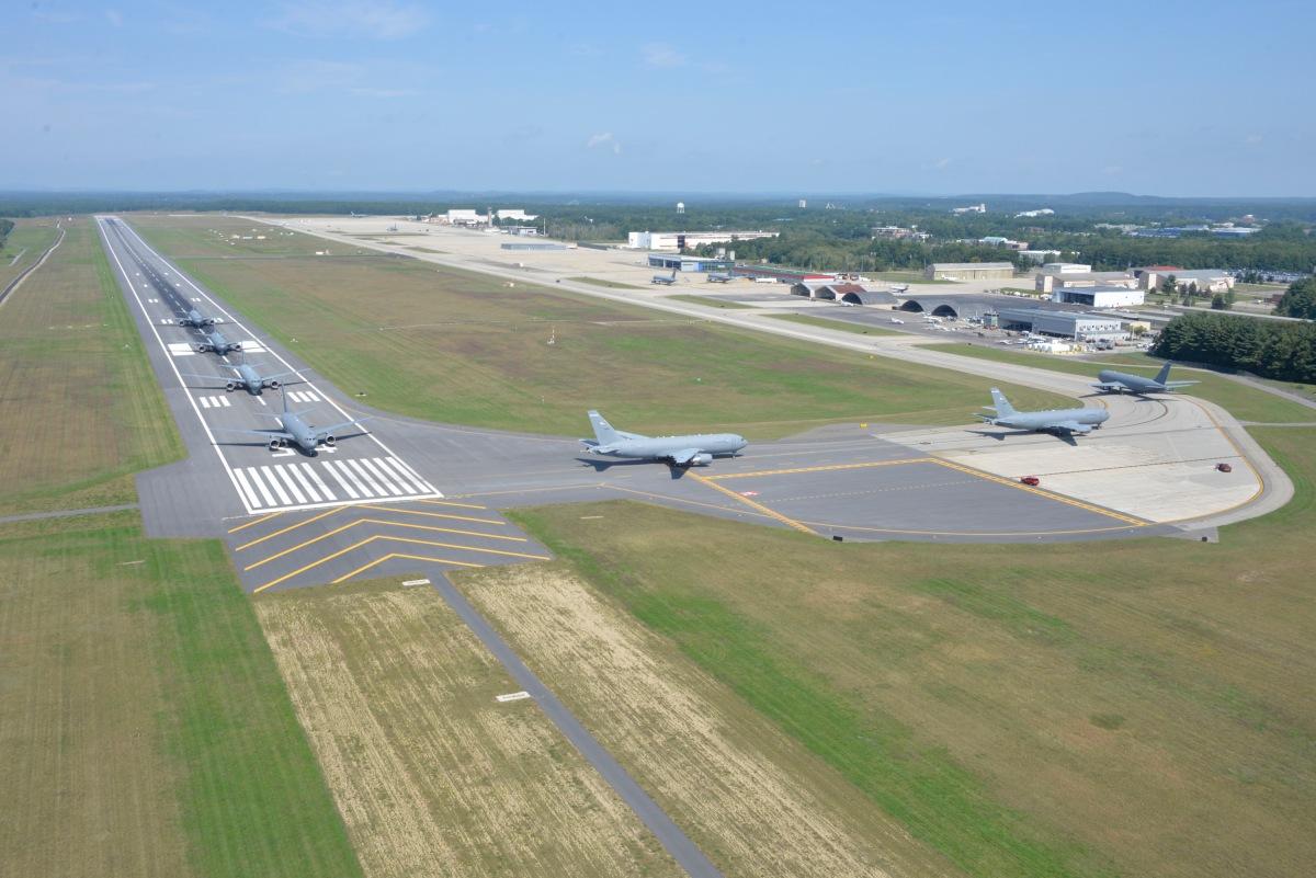 ニュース画像 5枚目:武装解除後は駐機場へと向かう