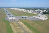 ニュース画像 6枚目:武装解除後は駐機場へと向かう