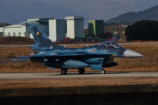ニュース画像 1枚目:築城基地のF-2戦闘機 イメージ (青い翼に鎧武者マークの!さん撮影)