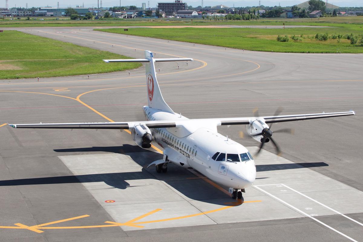 ニュース画像 1枚目:普段は札幌・丘珠発着で運航されている新千歳空港発着で運航 (神宮寺ももさん 2021年7月撮影)