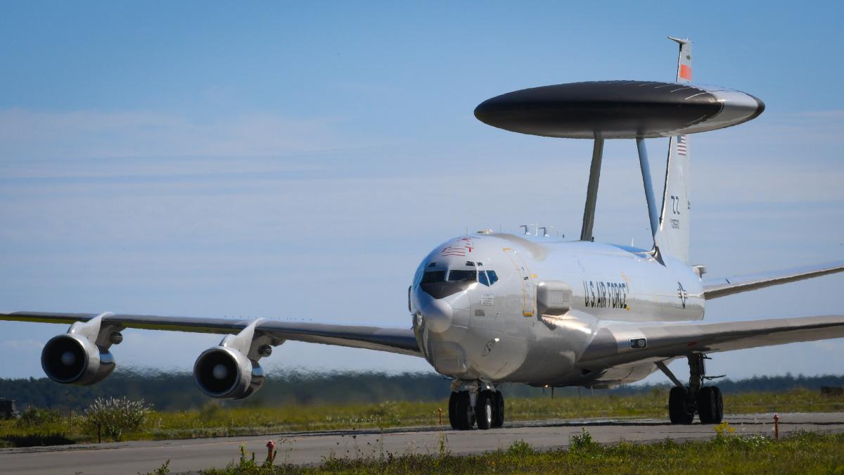 ニュース画像 1枚目:訓練に参加したアメリカ空軍E-3セントリー「75-0560」