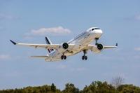 ニュース画像:エールフランス、A220初号機を受領 中距離機材の更新開始