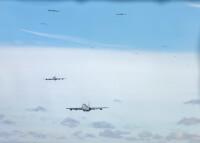 ニュース画像:KC-135ストラトタンカー20機、エレファントウォークから全機5分で離陸