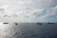 ニュース画像:海自、イギリスに戻る空母「クイーン・エリザベス」と共同訓練
