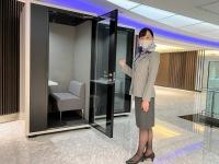ニュース画像:Web会議も気兼ねなく、ANA SUITE LOUNGEに個室ブースがトライアル登場