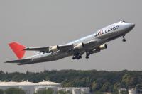 ニュース画像 2枚目:JAL初の「ポリッシュドスキン」として登場したJA8180。尾翼は登場時の鶴丸から太陽のアークに変更された (speedbirdさん 2007年4月撮影)