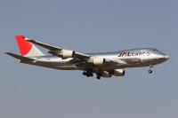 ニュース画像 3枚目:JALからの退役は2010年と「JA401J」とともに6年程度だった「JA402J」 (EXIA01さん 2006年4月撮影)