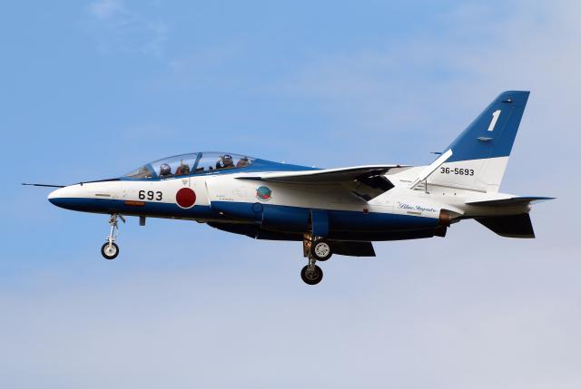 ニュース画像 1枚目:2021年10月11日、岐阜基地に飛来したブルーインパルス (なごやんさん 撮影)
