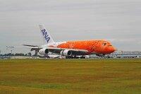 ニュース画像:A380フライング・ホヌ、サンセットオレンジの3号機が成田到着