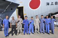 ニュース画像 1枚目:整備を終えた日米の整備士たち