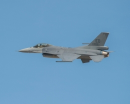 ニュース画像 1枚目:2015年10月16日に初飛行したF-16V