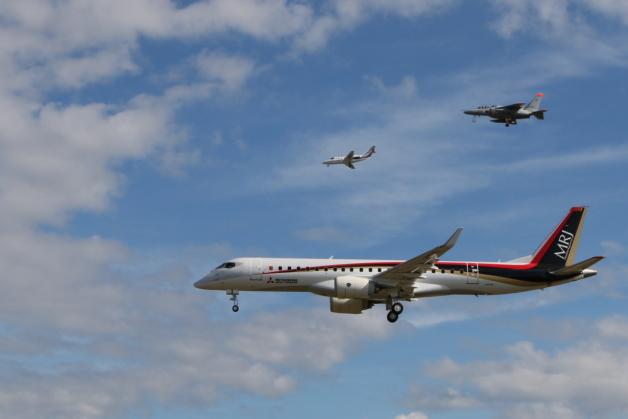 ニュース画像 1枚目:初飛行のMRJ